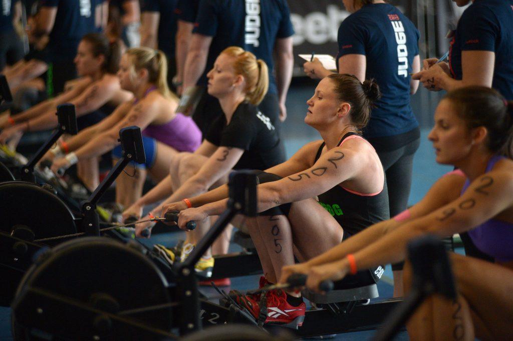 crossfit-group-rowing-1024x682